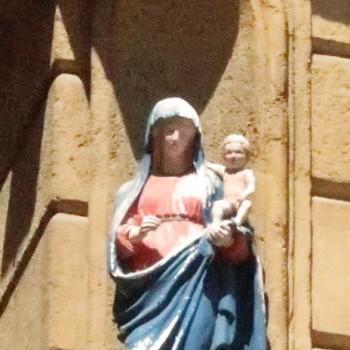 Vierge au coin d'une place d'Aix en Provence